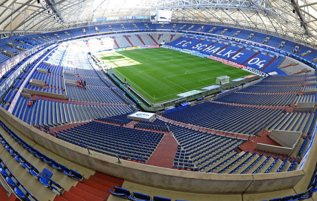 GELSENKIRCHEN, GERMANY - SEPTEMBER 24:  A general view of the stadium prior to the Bundesliga match between FC Schalke 04 and SC Freiburg at Veltins Arena on September 24, 2011 in Gelsenkirchen, Germany.  (Photo by Thomas Starke/Bongarts/Getty Images)